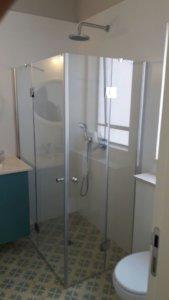 מקלחון פינתי מיוצר לפי מידה